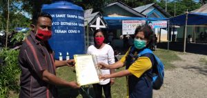 Yayasan Kristen Untuk Kesehatan Umum (YAKKUM), Community Development CD Bethesda Kabupaten Malaka beri bantuan sarana cuci tangan (dok. YAKKUM)