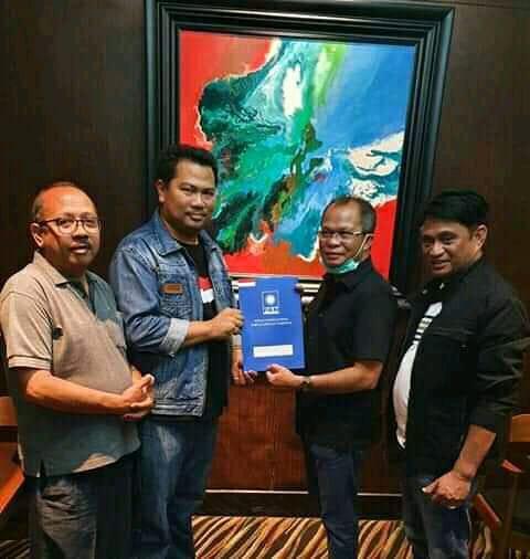 H. Frengky Saunoah-Amandus Nahas/Paket FRESH saat Menerima SK Dukungan DPP Partai Amanat Nasional di Jakarta (Foto: Istimewa)