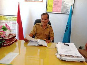 Kepala SMA Negeri Bateti, Donatus Nahak, S.Pd. (Foto: Che)