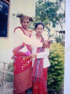 Salah Satu Pasangan Suami-Isteri Malaka dalam Balutan Busana Adat (Foto: Arnoldina)