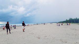 Indahnya Panorama di Pesisir Pantai Abudenok dengan Garis Pantai membujur yang sangat memanjakan mata (Foto: Gil)