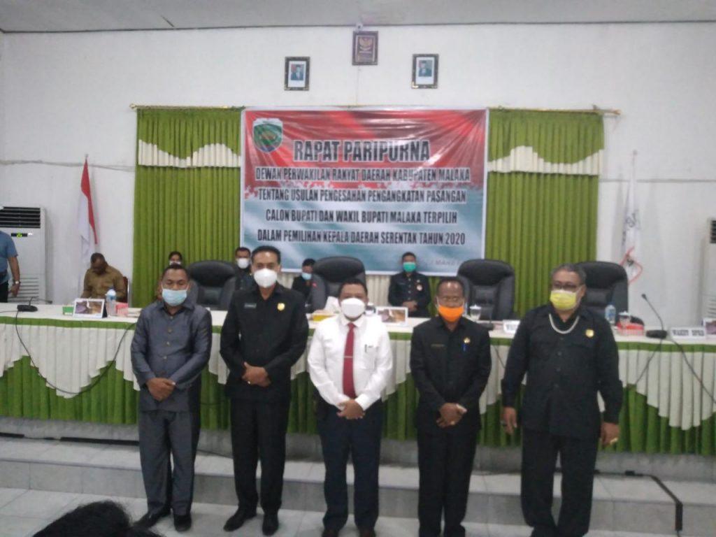 Pose Ketua DPRD bersama Bupati Terpilih usai Rapat Paripurna Penetapan Bupati dan Wakil Bupati Terpilih (Foto: GM)